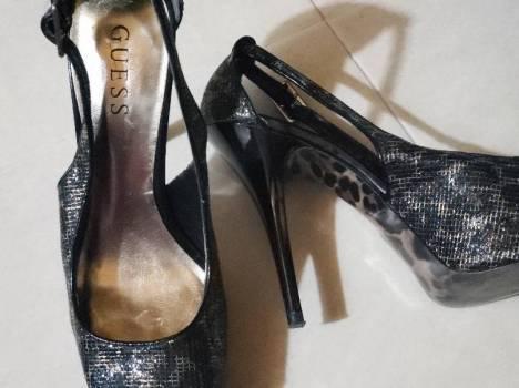 Zapatos guess negro y animal print