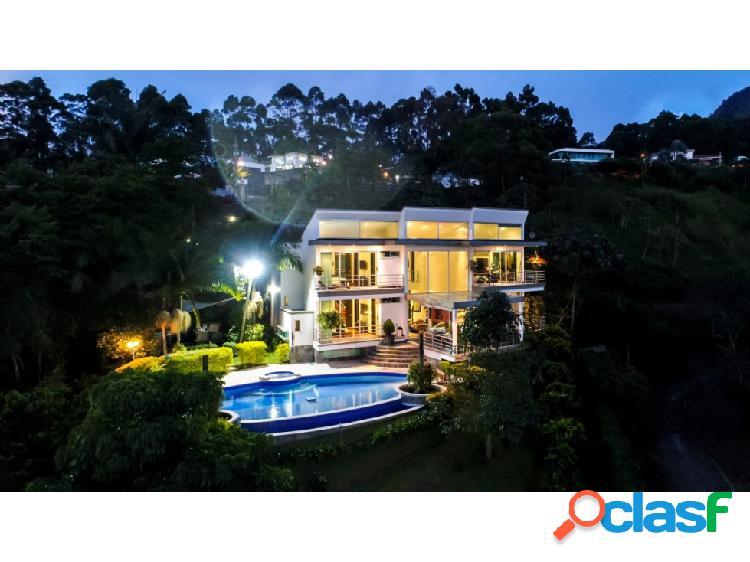 Casa en el Poblado sector las Palmas 2710mts 2