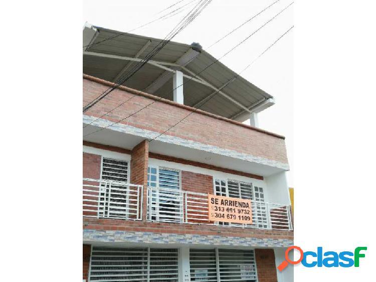 Se renta apartamento en 2do piso con balcón en santa rita palmira