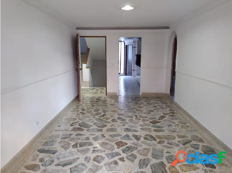 se arrienda apartamento 2 piso en la castellana con patio amplio 1