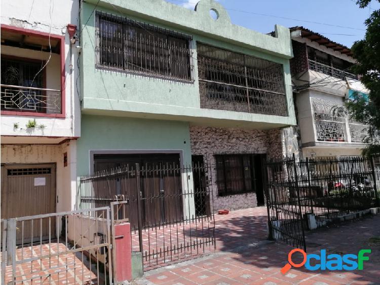 casa en venta cerca a la galeria Alameda en Champagnat, Sur, (Y.P.)