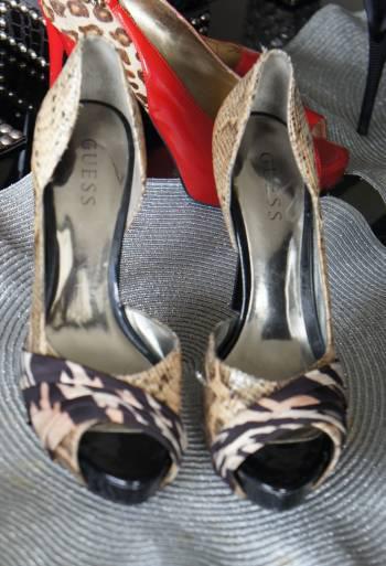 Zapatos de animal print guess