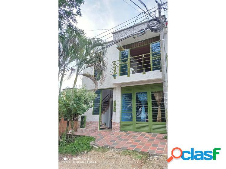 Se vende casa con dos apartamentos en el barrio brisas del sinaí