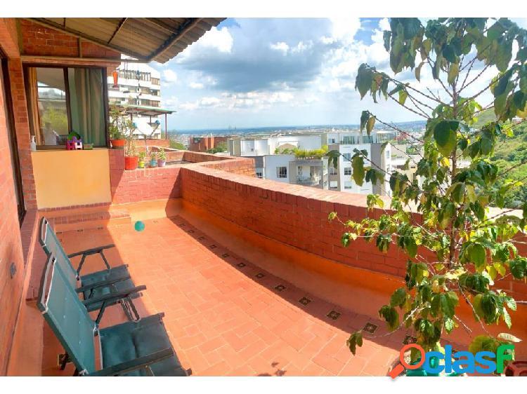 Apartamento dúplex en venta en condominio en bellavista, cali.
