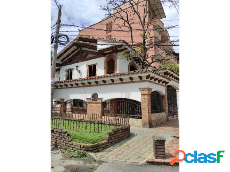 Se vende casa unifamiliar en los colores acabados colonial de lujo