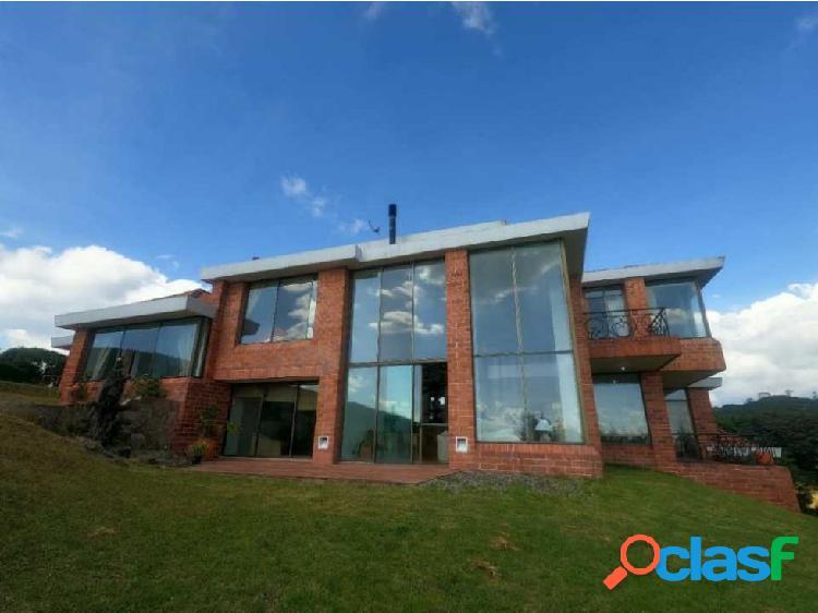 Hermosa y exclusiva casa en parcelación lote den11600 mts. 4 hab.