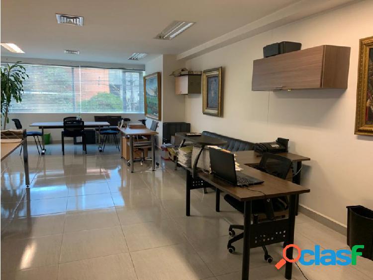 Oficina en centro empresarial ubicado en guayabal