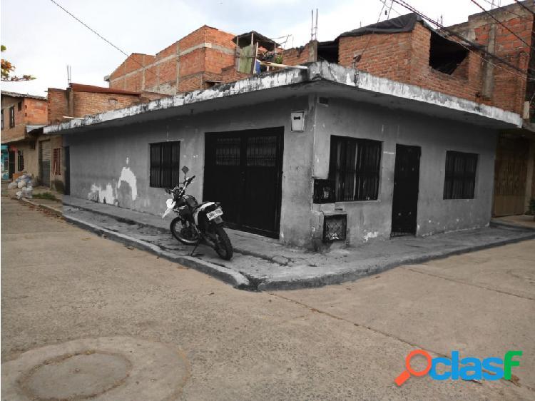 Casa esquinera barrio orquidias
