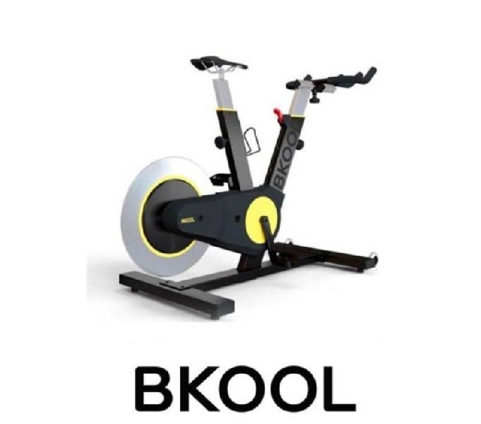 Bicicleta estática inteligente Bkool y Tapete