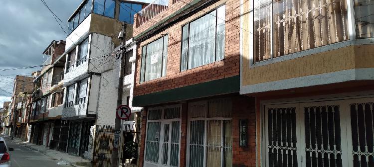 Se vende casa 3 pisos en villa nueva mosquera
