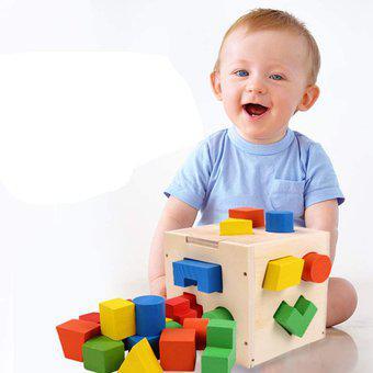 Cubo didáctico madera de figuras geométricas encajables