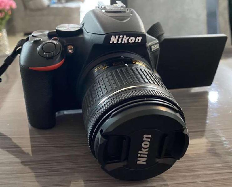 Vendo camara nikon d5600 con lente 18-55mm