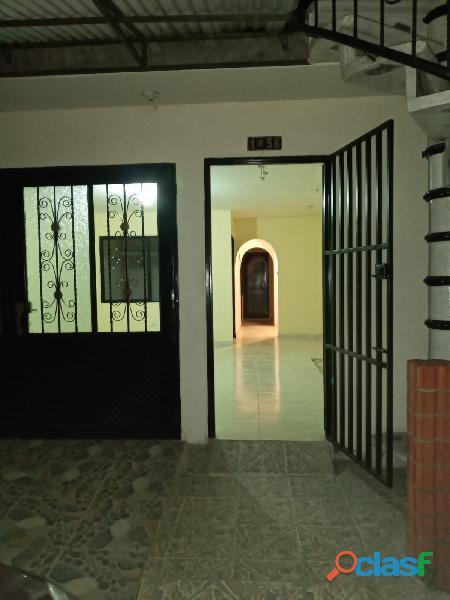 VENDO CASA DE 2 PISOS INDEPENDIENTES CON TERRAZA Y GARAJE, en Villa Paulina 1