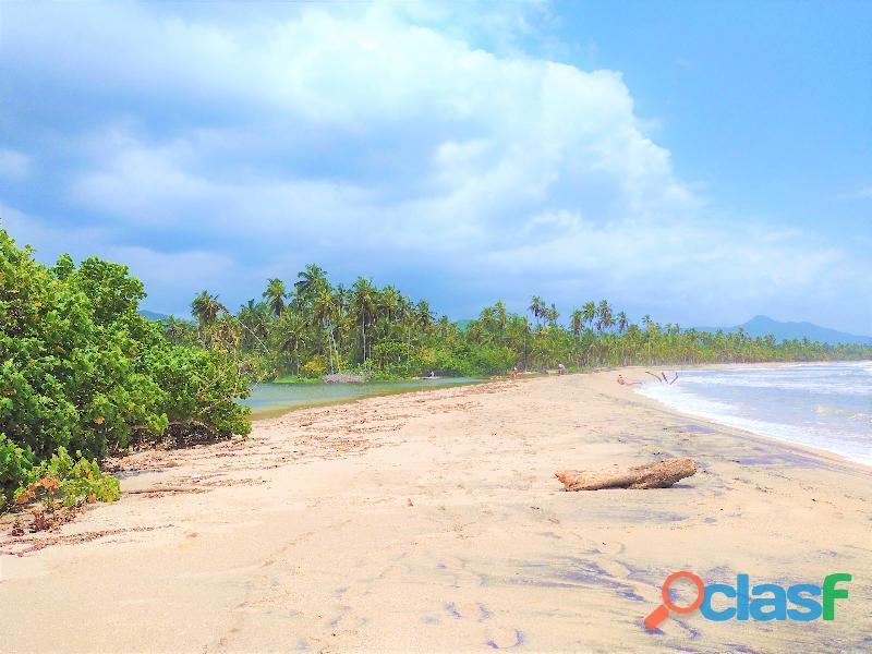 Finca con rio y playa en palomino, colombia
