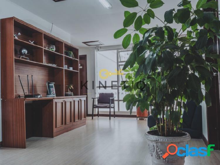 Casa Grande con Oficinas En Renta, en Bogotá